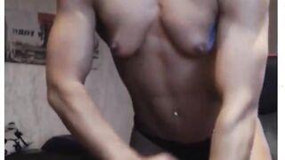 Muscular Women: Golden-haired Webcam